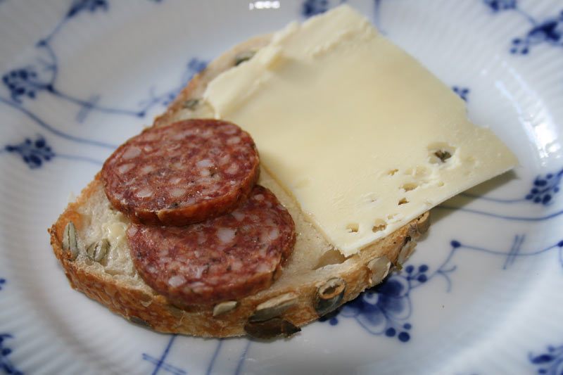 salami-cheese-sandwich-800x533